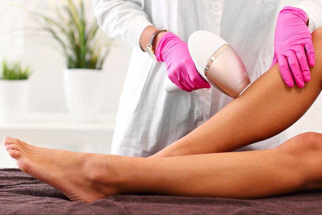 Všechny problémy s chloupky trvale vyřeší laserová epilace
